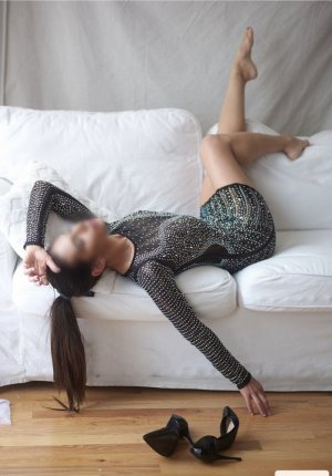 Gwenaele escorts in Middleburg