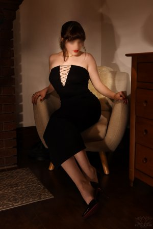 Maelyna escort in Buda