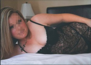 Charlerine independent escort in Sycamore IL